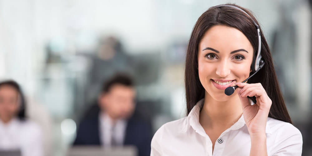 Florida Answering Service Operator Taking Calls - Absent Answer